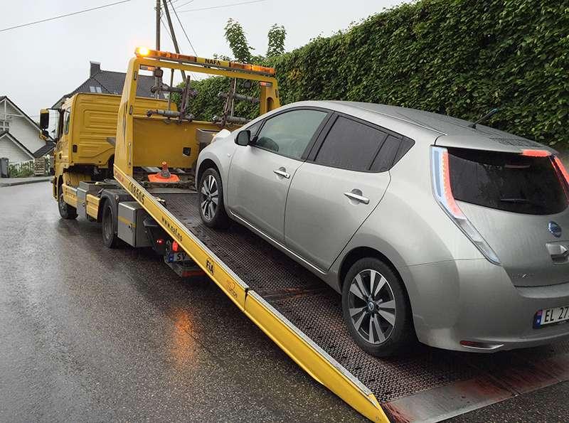 Bil på lasteplan etter bilberging
