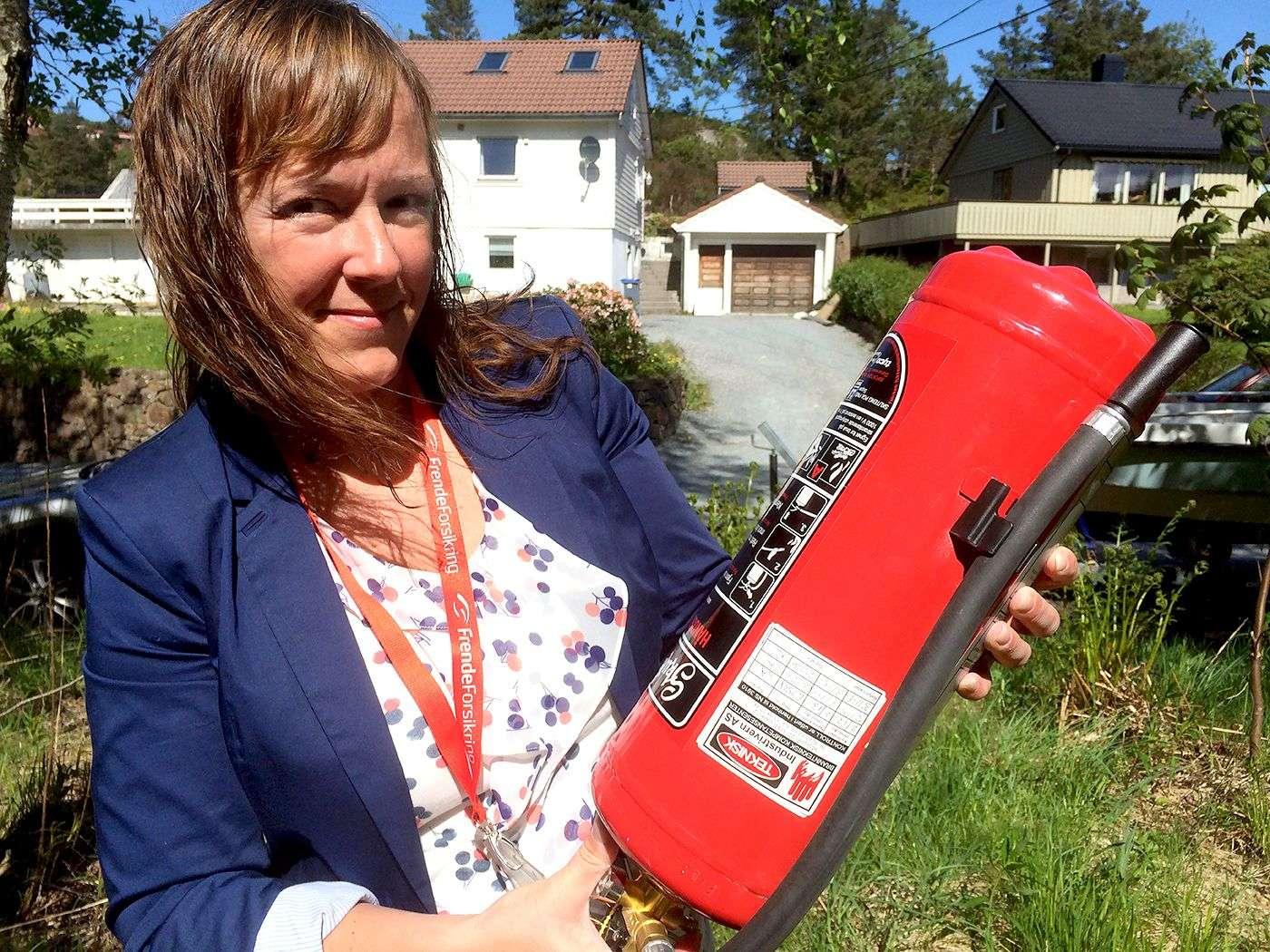 Heidi Tofterå Slettemoen med brannslukningsapparat