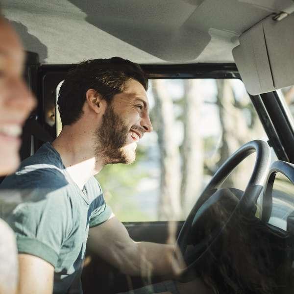 Par med bilforsikring i Frende på kjøretur