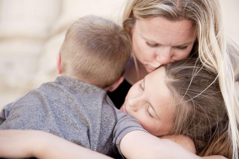 Familie som har opplevd dødsfall tar vare på hverandre.