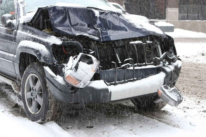 Fronten på bil som har kollidert