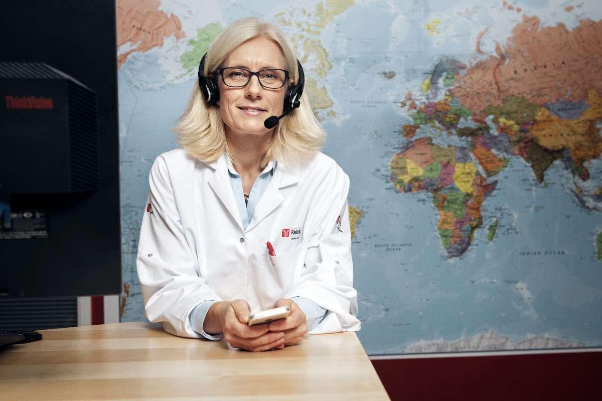 Kvinnelig lege med headset