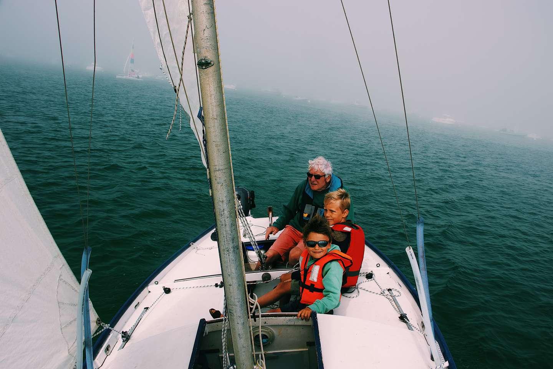 Redningsvest i båt - foto Mael Balland Unsplash.jpg