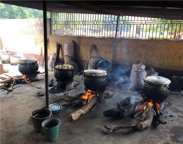 School kitchen Ghana before Clean Cooking Alliance.png