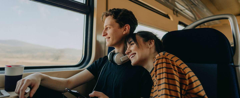 To unge personer tar tog.jpg