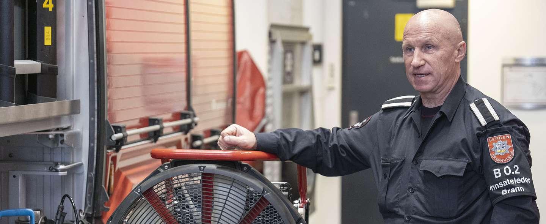 Trond Totland med viften som reddet nabohuset