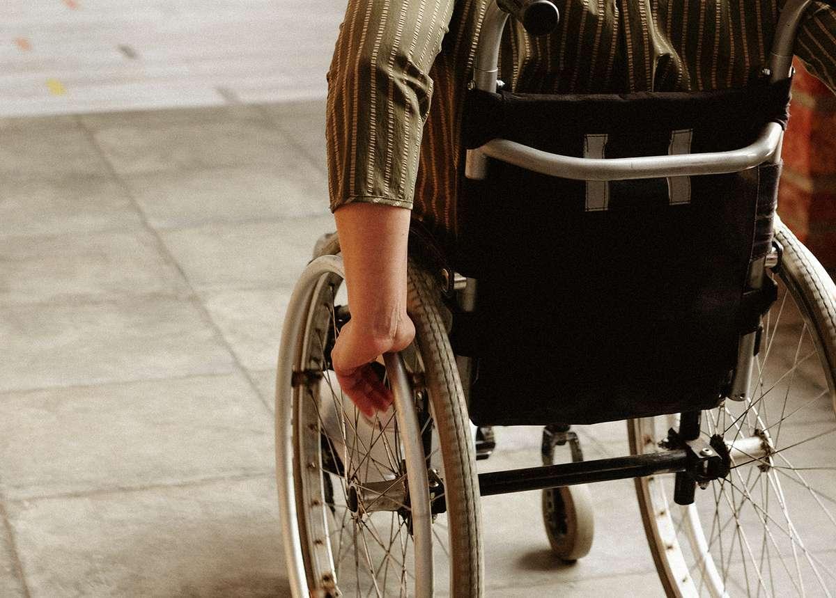 Person i rullestol. Foto.