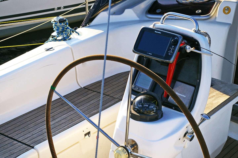 Åpen båt med ratt