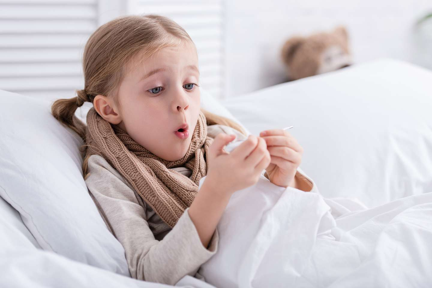 shocked-sick-child-with-scarf-over-neck-lying-in-b-KRDBWP6.jpg