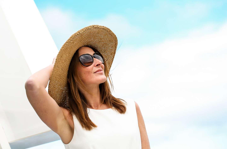 Kvinne med reiseforsikring hos Frende nyter ferien