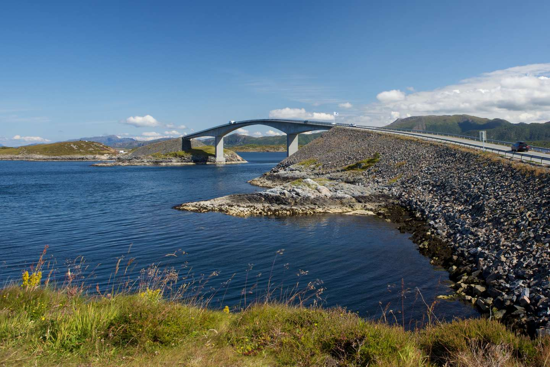 Storseisundet bro, Atlanterhavsveien. Fra 2018 skal forsikringsselskapene kreve inn trafikkforsikringsavgift til staten