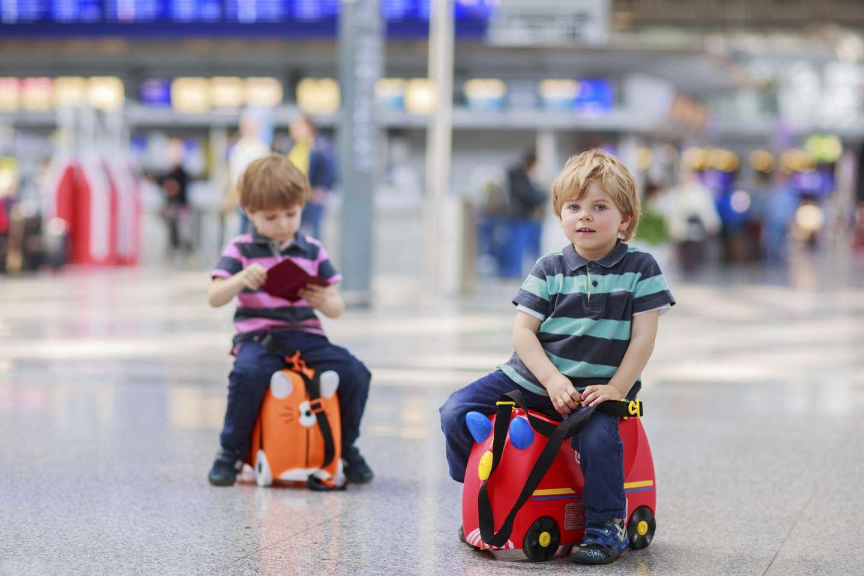 Barn på flyplass