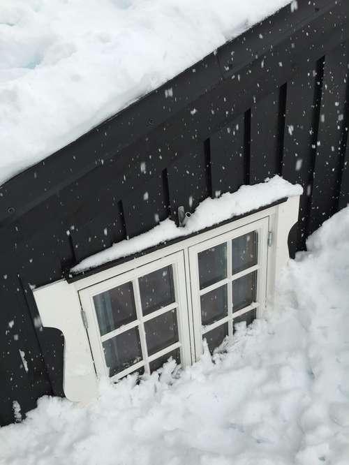 Innesnødd hytte